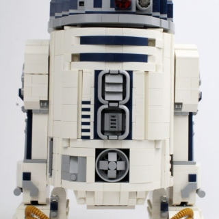 75308-r2-d2-front-retracted-1-scaled
