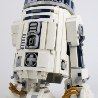 75308-r2-d2-oblique-extended-1-scaled